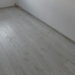 sivá podlaha