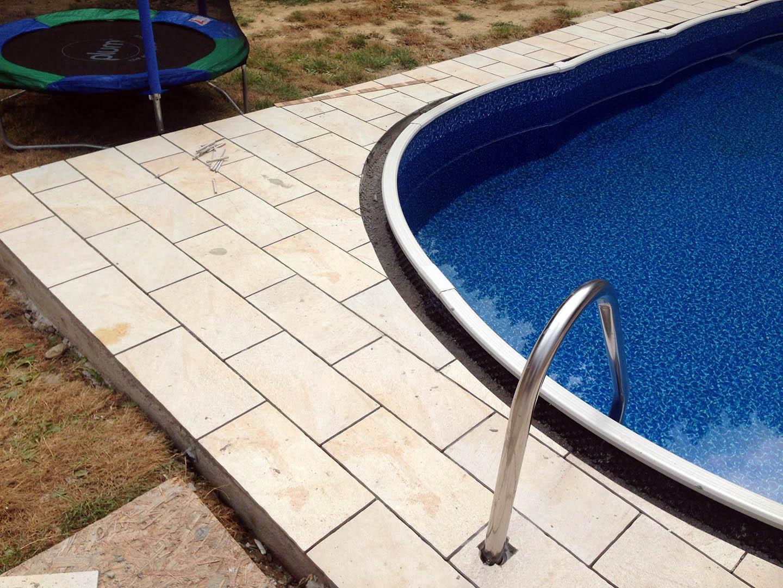 Dlažba okolo bazéna